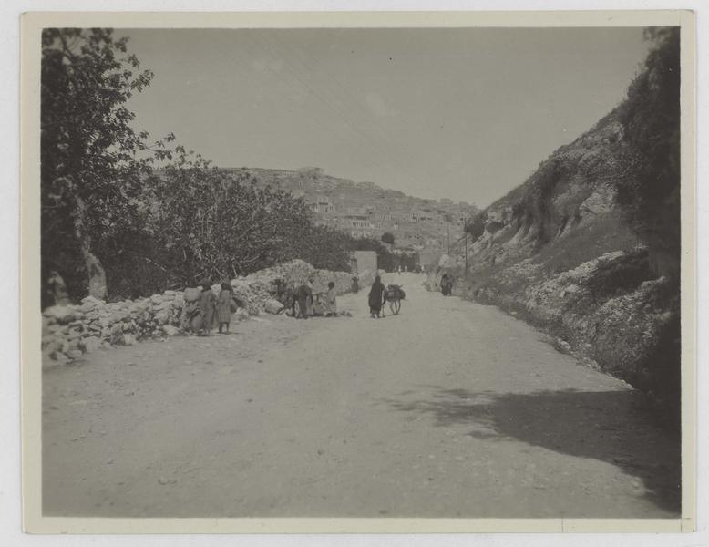 Route à flanc de colline, vue perspective