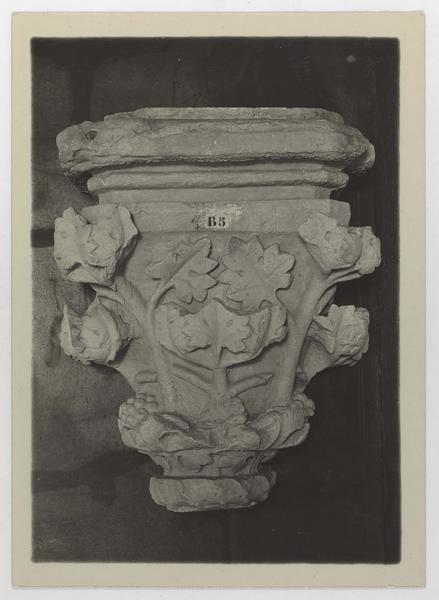 Chapiteau (ou moulage de chapiteau) de la galerie gothique