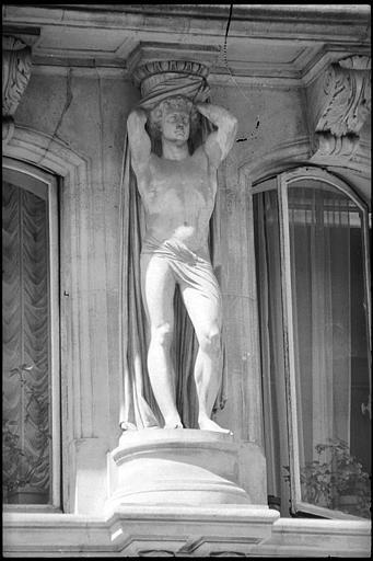 Immeubles aux abords de l'Opéra (voir aussi : 25, 27, 29, 31 bd Haussmann, Immeuble de la Société Générale)