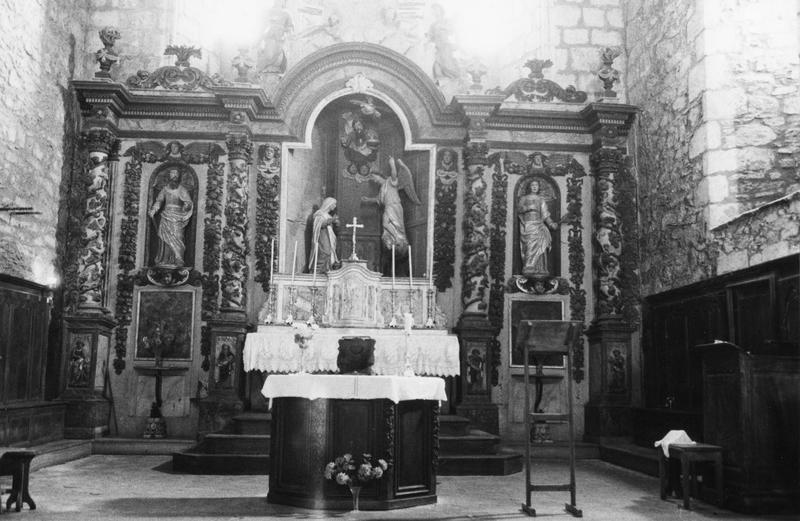 Ensemble du maître-autel (retable, autel, tabernacle, croix et 6 chandeliers)