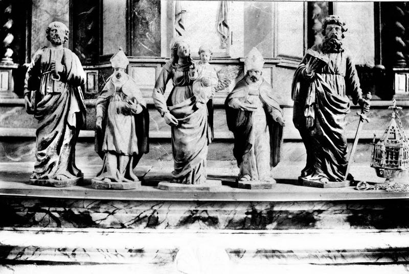 statues (statuettes) : saint Pierre, saint Paul, Vierge à l'enfant, saints évêques non identifiés, vue générale