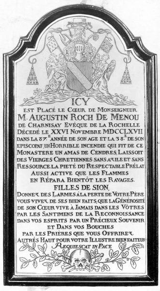 plaque commémorative du coeur de l'évêqueAugustin Roch de Menou, vue générale
