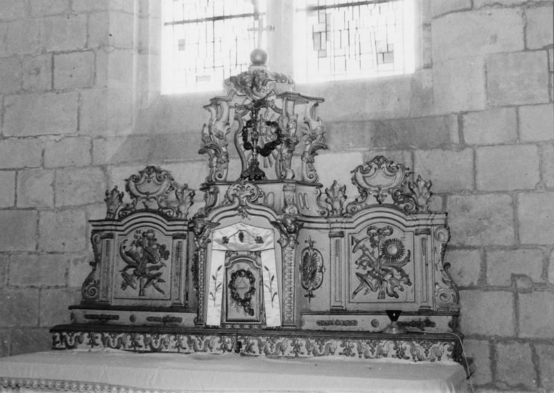 autel, tabernacle, quatre chandeliers