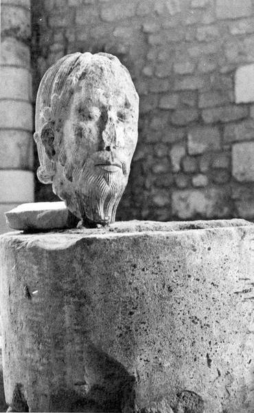 statue (fragment) : Christ, vue générale