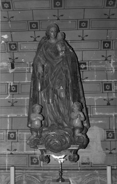 Groupe sculpté : Vierge à l' Enfant, deux anges adorateurs