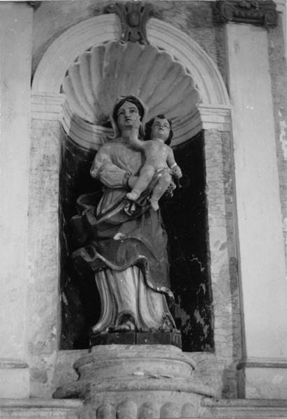 2 autels, 2 retables, 2 statues : Vierge à l'Enfant, saint Laurent