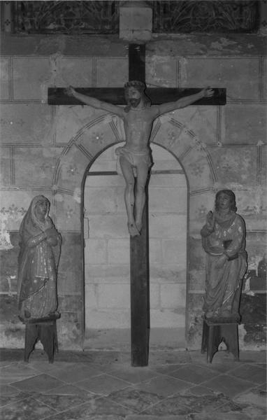 groupe sculpté (calvaire) : Christ en croix, Vierge, saint Jean