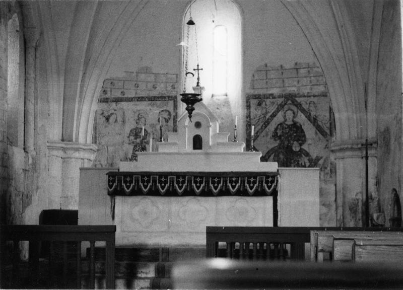 autel et peintures murales : saint Michel et le dragon, saint Crépin et saint Crépinien, le Christ en majesté et les évangélistes