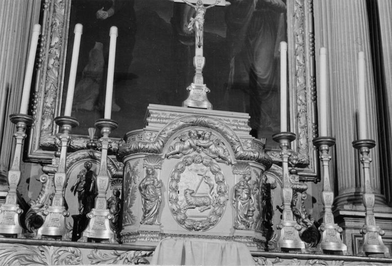 Autel, tabernacle et chandeliers
