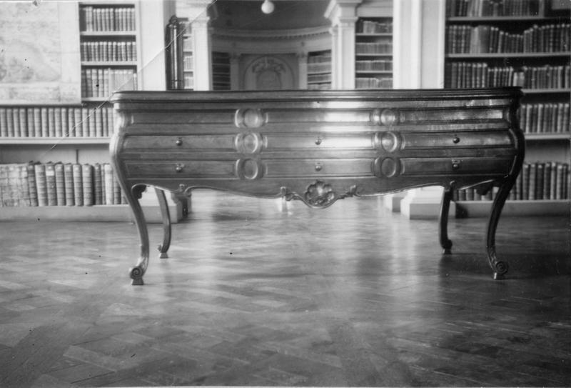 table de collectionneur : coquillier, dit vitrine Lafaille