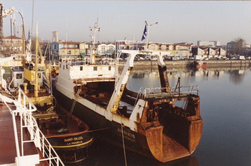 bateau de pêche au filet : chalutier de pêche arrière dit Angoumois