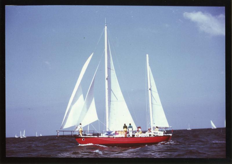 bateau de croisière (ketch), dit Joshua, en mer