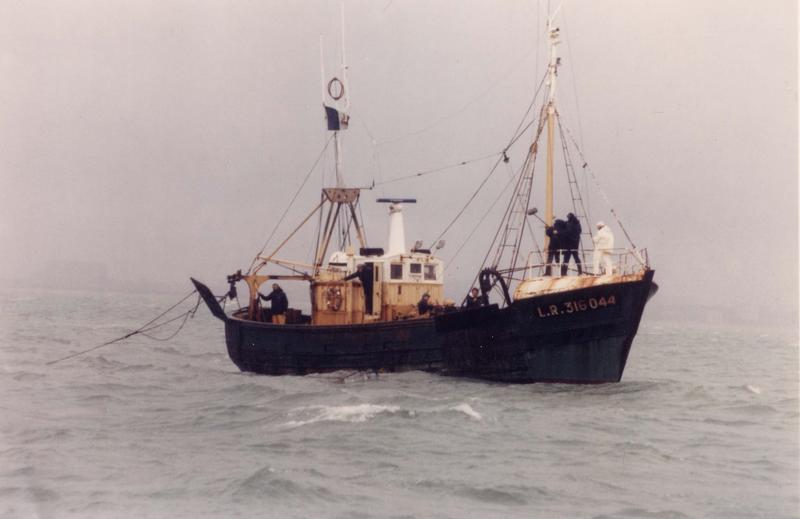 bateau de pêche au filet (chalutier pêche latérale), dit Manuel Joël
