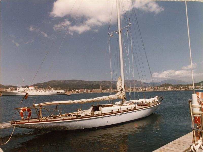 Bateau de compétition (voilier) dit aile VI, type 8MJI