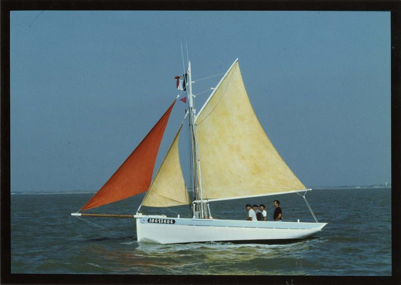 Bateau de pêche aux casiers, bateau de pêche au filet, puis bateau de plaisance (coureauleur, type sloop à cul de poule) dit Argo