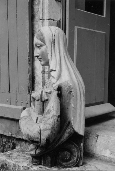 buste : sainte Barbe