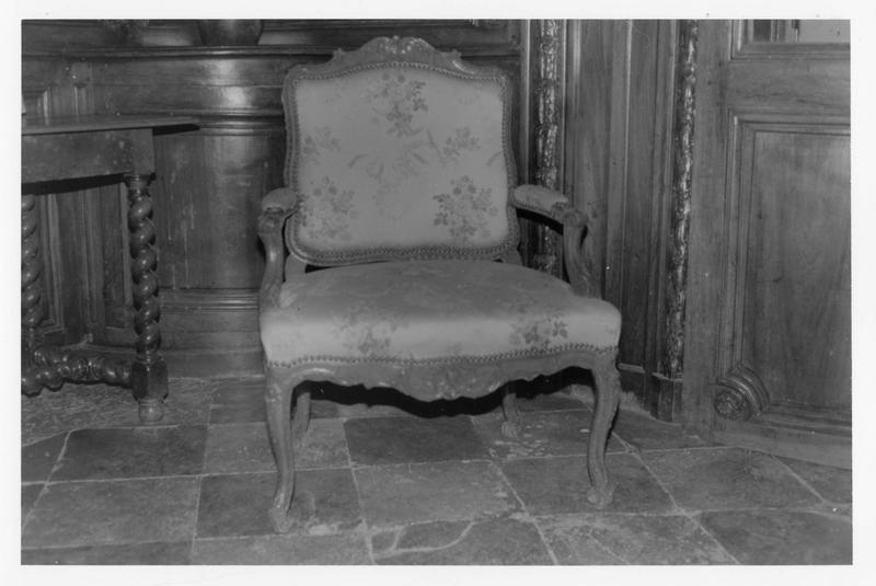 fauteuil (siège à la reine)