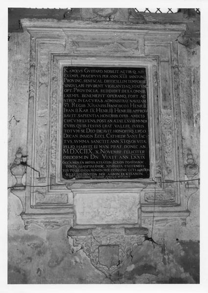 plaque funéraire : inscription funéraire de chartes Guitard