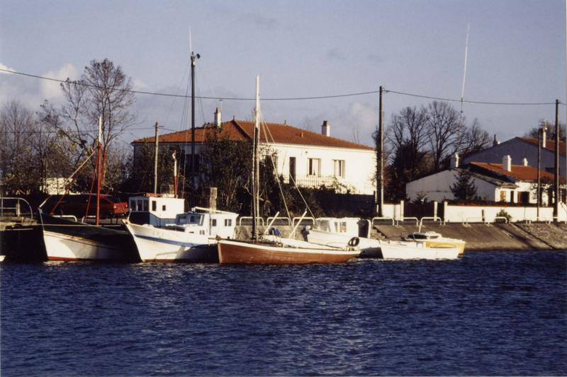 bateau de pêche, bateau de plaisance : sloop, type canot à dérive, dit Excalibur, ex Général Leclerc