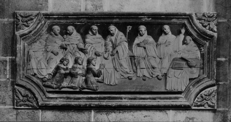 Bas-relief : saint Etienne Harding abbé de Cîteaux octroyant la charte de charité