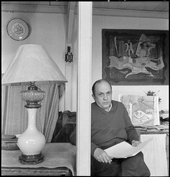 [Portrait de Francisco Borès assis dans son atelier]