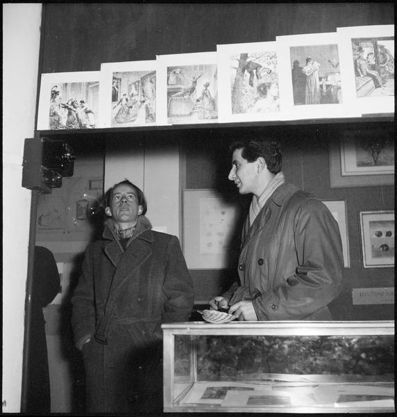 [Exposition Max Ernst, janvier à février 1950 : Michel Zimbacca (de profil) lors du vernissage]