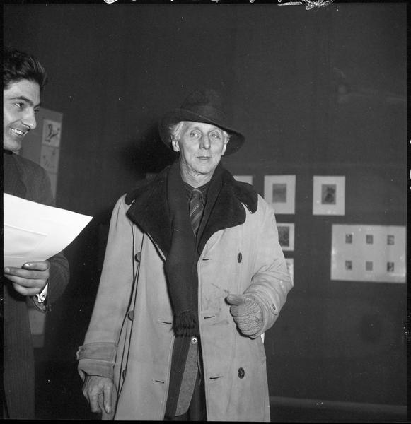 [Exposition Max Ernst, janvier à février 1950 : Max Ernst lors du vernissage]
