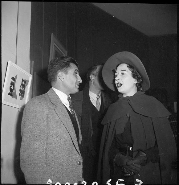 [Exposition Max Ernst, janvier à février 1950 : Bernard Gheerbrant (fondateur de La Hune) et Dorothea Tanning lors du vernissage]