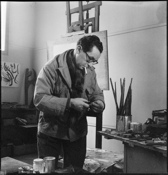 [Portrait de Hans Hartung dans son atelier]