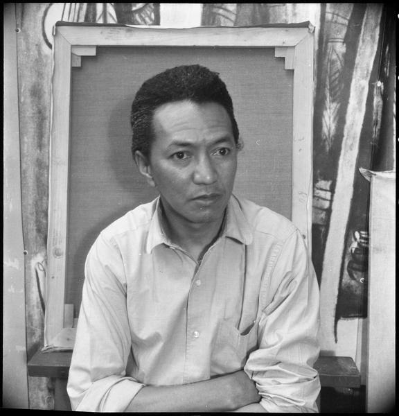 [Portrait de Wifredo Lam dans son atelier]