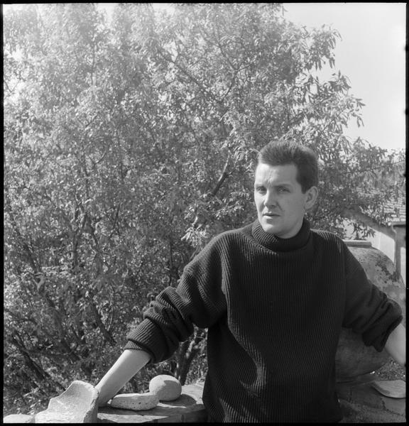 [Portrait de Ladislas Kijno sur la terrasse de sa maison]