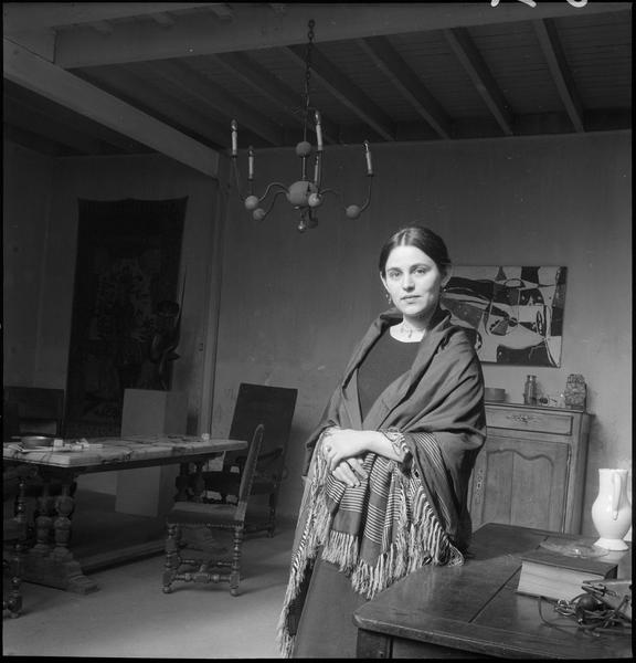 [Portrait de Miriam Müller dans son salon]
