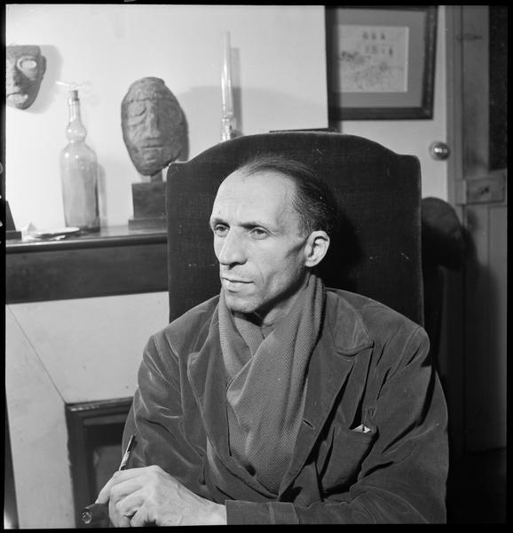 [Portrait de Pierre Loeb assis]