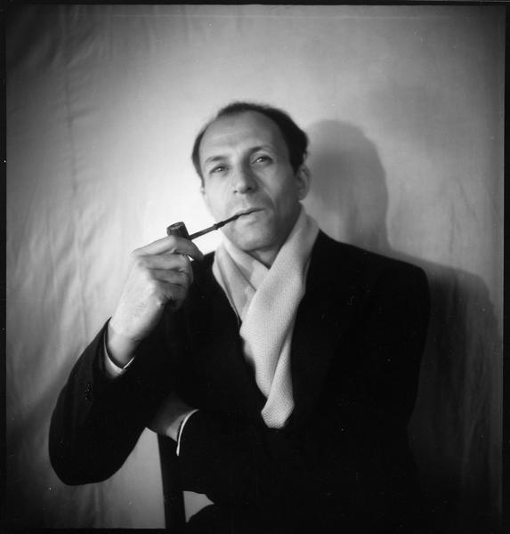 [Portrait d'Edouard Loeb assis]