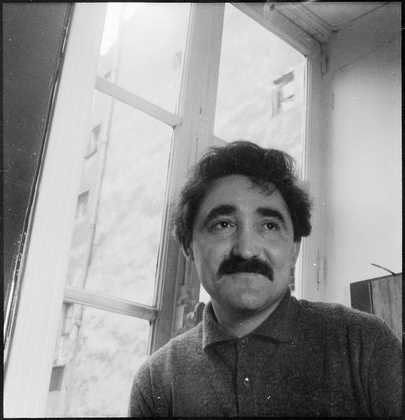 [Portrait de Jesus-Rafael Soto dans son atelier]