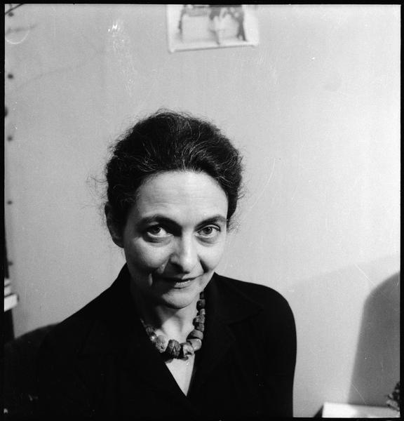 [Portrait de Maria Elena Vieira da Silva dans son atelier]