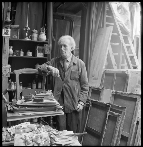 [Portrait d'Arpad Szenes dans l'atelier de sa femme Maria Elena Vieira da Silva]