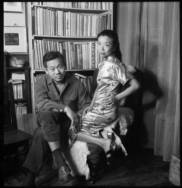 [Portrait de Zao Wou-Ki et Lalan assis dans l'atelier]