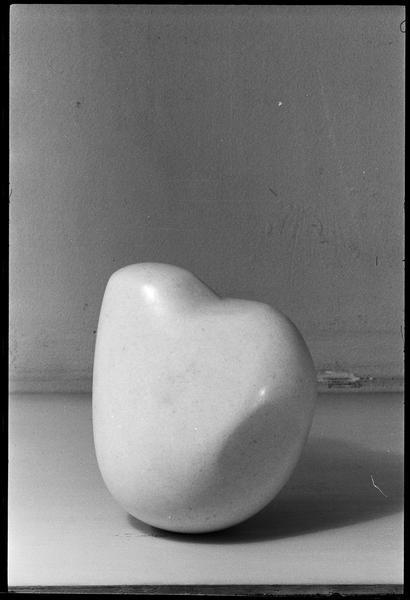 [Sculpture d'Emile Gilioli dans l'atelier]