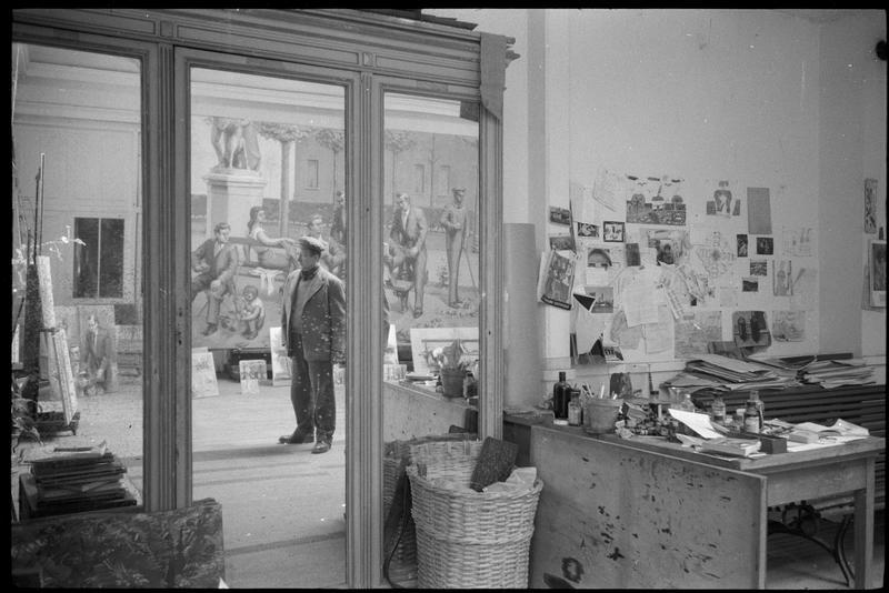 [Portrait au miroir de Jean Hélion dans son atelier devant 'Grand Luxembourg' (huile sur toile)]