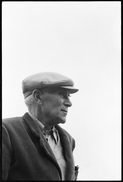 [Portrait de Georges Braque dans son jardin]