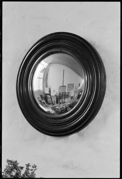 [Reflet de l'atelier dans un miroir sorcière]