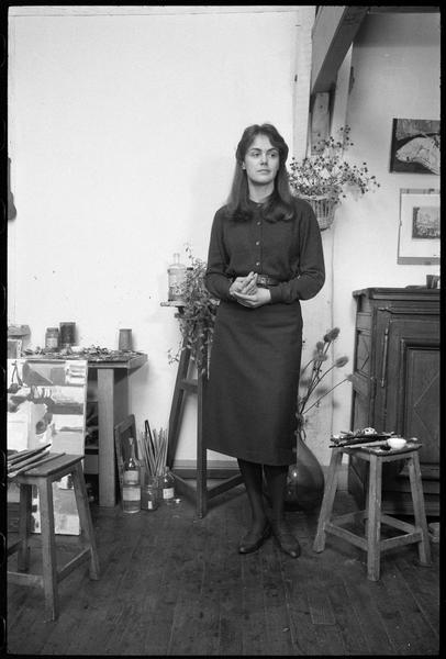 [Portrait de Raymonde Godin dans son atelier]