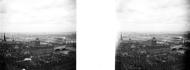 Vue prise des tours de la cathédrale Notre-Dame : vue de la Seine et de Paris au nord-ouest