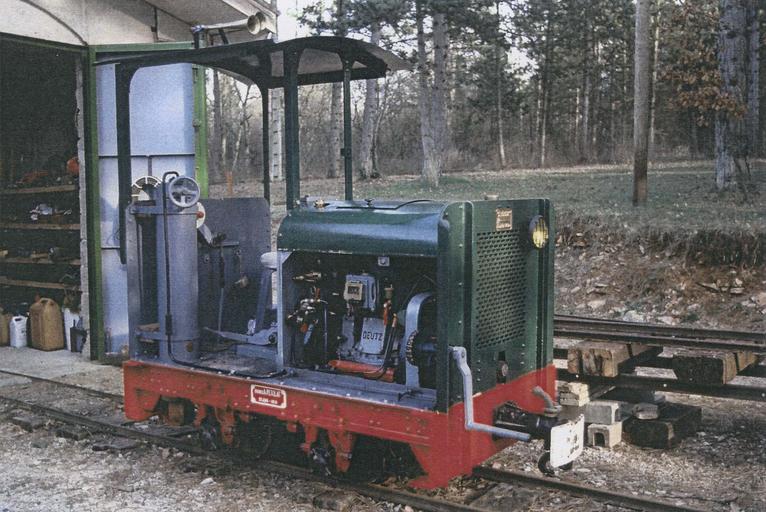 Locomotive (locotracteur) Pétolat 020, Dijon, 1931, train touristique des Lavières, vue trois quart avant droit