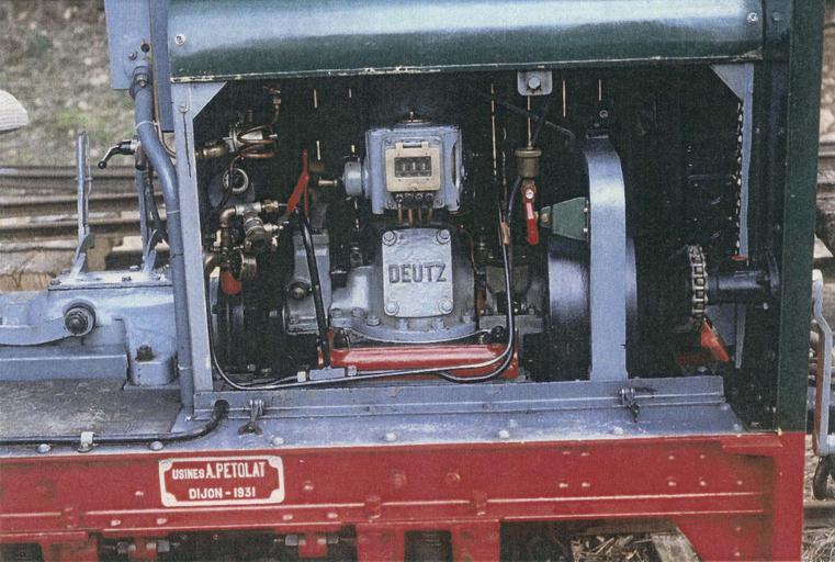 Locomotive (locotracteur) Pétolat 020, détail du moteur