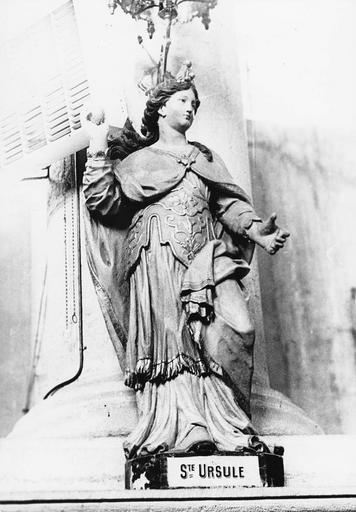 Statue : sainte Ursule, bois