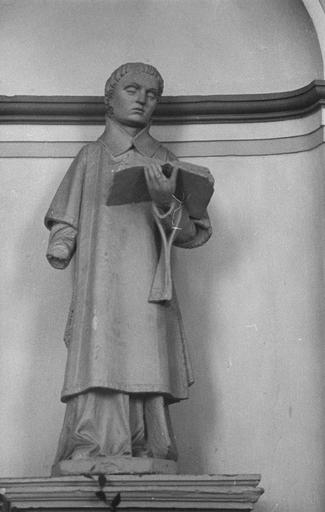 Statue : saint Vincent, pierre