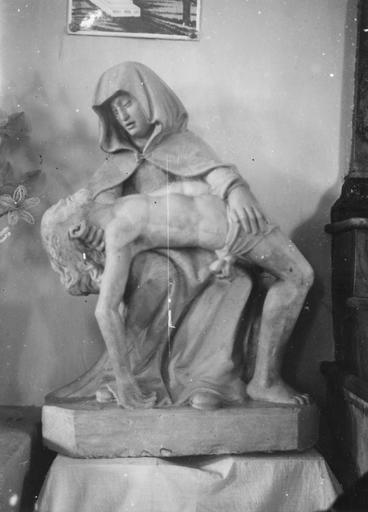 Groupe sculpté : Vierge de Pitié, pierre polychrome