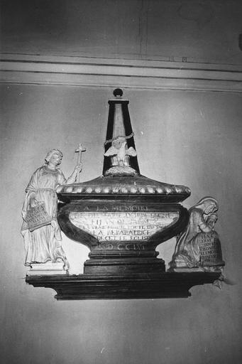 Monument funéraire à la mémoire de Marie de Bretagne, stuc polychrome, 1756